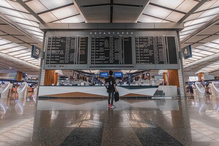空港で流れる英語アナウンス