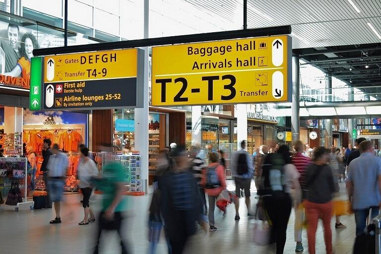 空港に表示されている英語